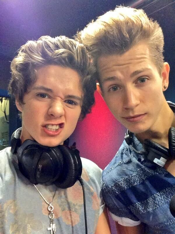 Brad and James AHHH CUTIESSS