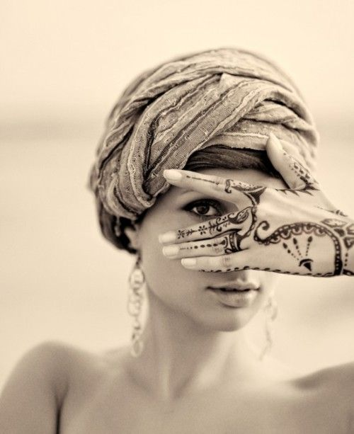 henna peek-a-boo: American Tribal, Beautiful Soul, Henna Art, Extreme Beautiful Stylish, Hands Henna, Beautiful Stylish Women, Henna Peek A Boo, Henna Hands, Tribal Style