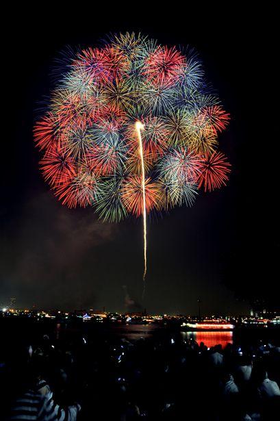 Kanagawa sinbun Firework Festival, Japan: photo by clover