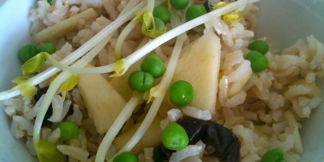bruine rijst salade