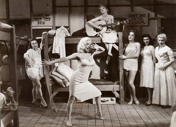 """Мами Ван Дорен в фильме """"Неукротимая молодежь"""", 1957 г."""