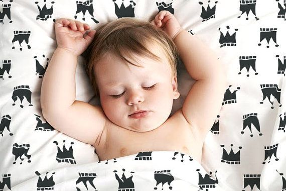 Black and white sheets fit for a royal baby #blackandwhite #pishposhbaby