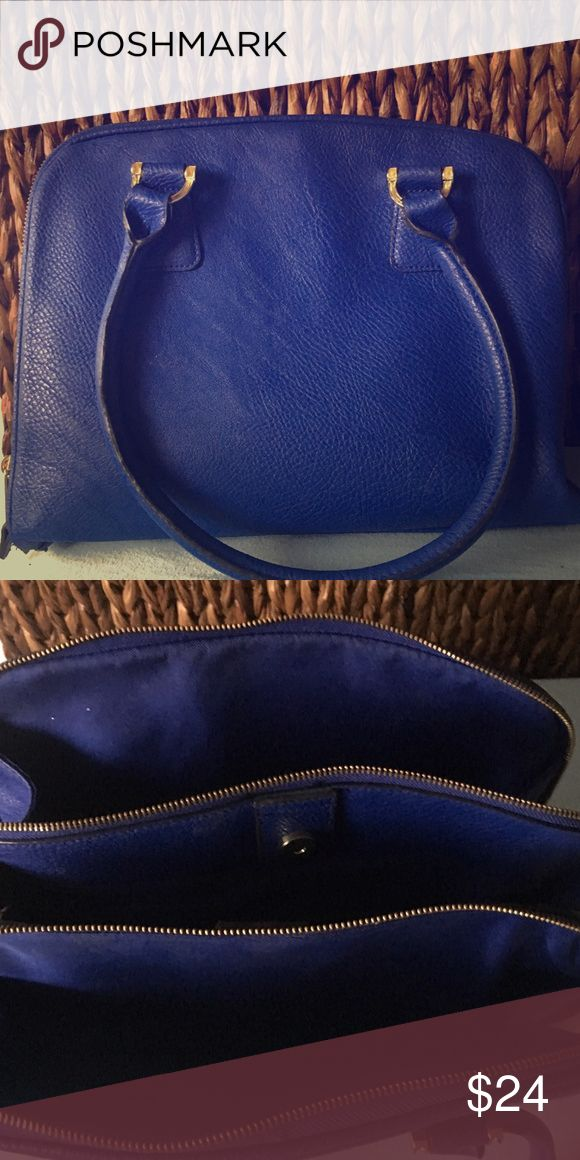 Royal blue medium sized bag Merona bag medium-large sized purse, holds a ton! Lots of compartments and space. Comes with long adjustable strap. Light wear but still in good condition Merona Bags