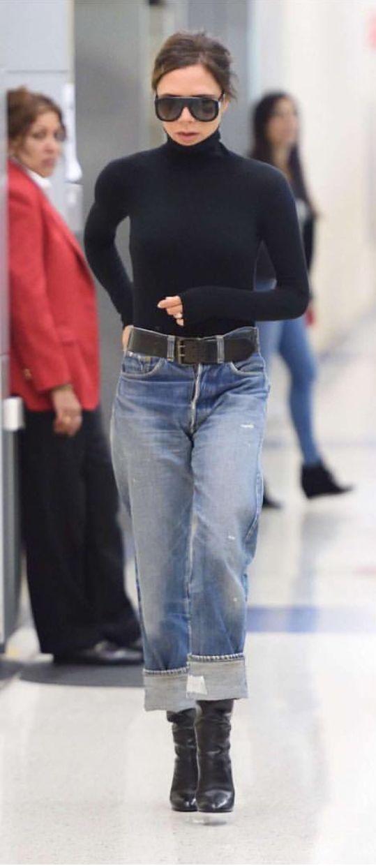 Pinterest: DEBORAHPRAHA ♥️ Victoria beckham super chic outfit. Denim, boots and turtle neck top #victoria #beckham #style