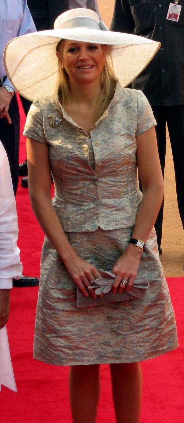 Queen Maxima - Hat is so flattering...another great outfit.