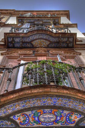 Camino de luz, Sevilla. Sevillian balcony. Balcón sevillano. I AM IN LOVE with this.