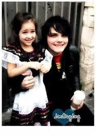 Omg! Gerard Way and his daughter Bandit on her first day of school! That is adorable
