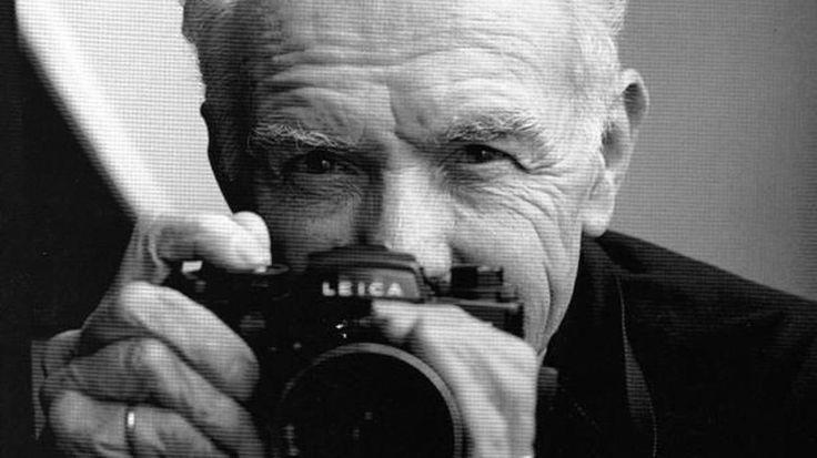 """""""Quello che io cercavo di mostrare era un mondo dove mi sarei sentito bene, dove le persone sarebbero state gentili, dove avrei trovato la tenerezza che speravo di ricevere. Le mie foto erano come una prova che questo mondo può esistere"""". http://blog.glyphs.it/robert-doisneau-la-fotografia-straordinaria-intorno/"""