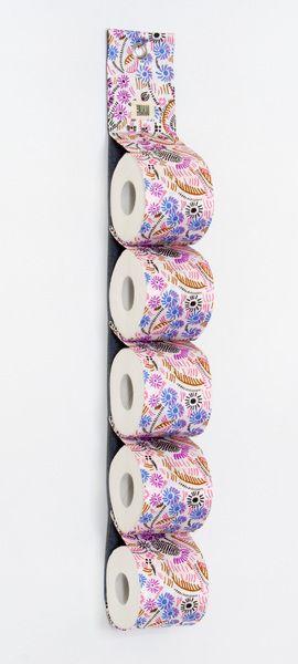 """Dieser """"Rollland"""" wurde aus Vintage Stoff hergestellt und dient zur praktischen und schönen Aufbewahrung von 5 Rollen Toilettenpapier.  Eine Metall..."""