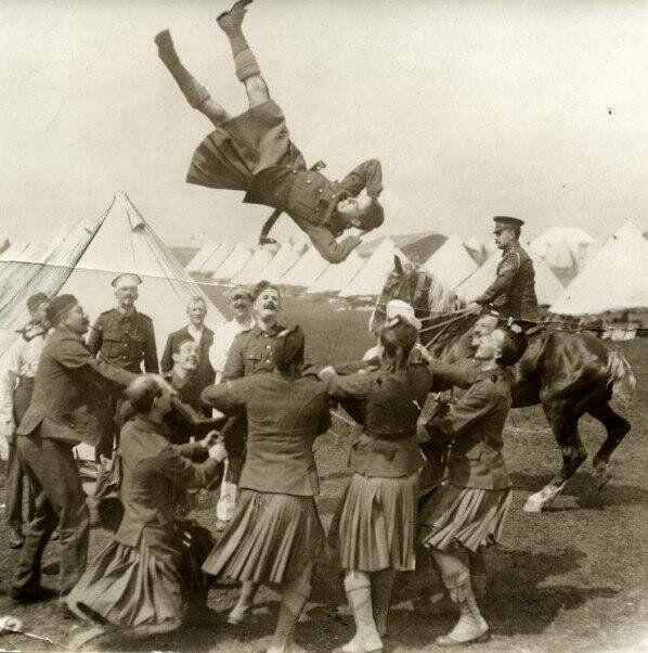 """""""Neşeli Bacaklar (İskoç Askerler),Fransa,1915..."""""""