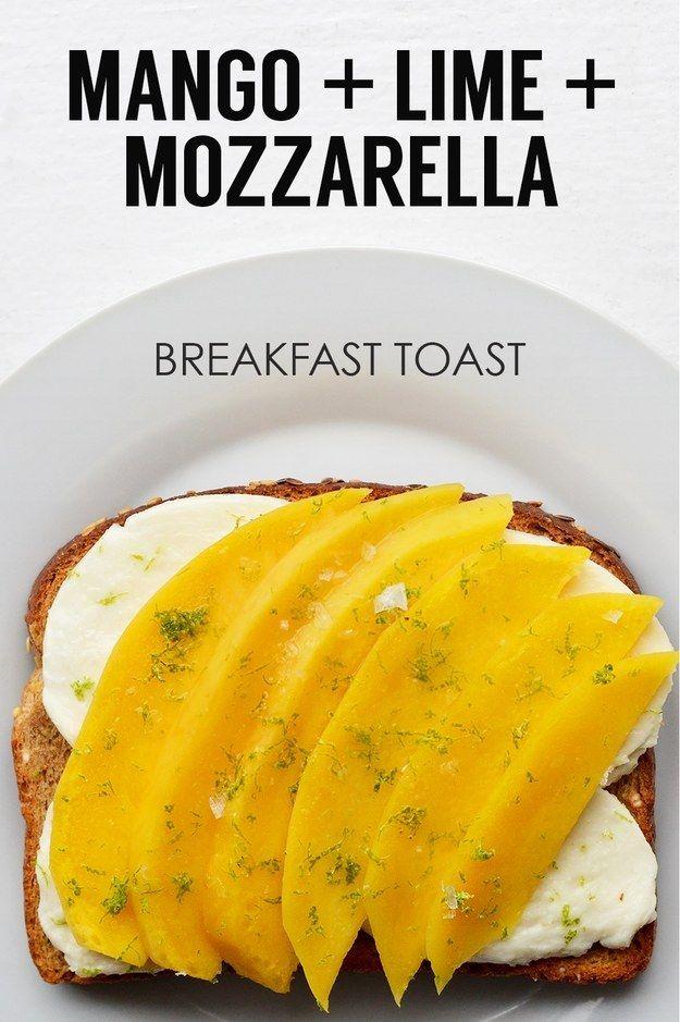 Mango en rodajas + rebanadas de queso Mozzarella fresco + zumo y ralladura de limón   21 ideas de tostadas energéticas para el desayuno