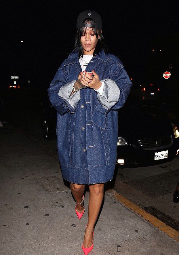 boassy.com - Rihanna spotted in oversized denim jacket by Matthew Dolan -spring 2015   #rihanna #rihannanavy #navy #rihnavy #riri #love #fashion #fashionblogger #singer #fenty #navyfam #tagsforlikes #rihanna #diamonds #robyn #instagood #instadaily #instacool #igers #navyordie #instamood #like4like #follow #blog #blogger #ootd #photooftheday #diamonds #tflers #cute