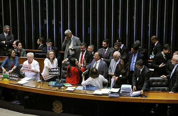 STUDIO PEGASUS - Serviços Educacionais Personalizados & TMD (T.I./I.T.): Brasília / DF: Deputadas fazem protesto contra Cun...