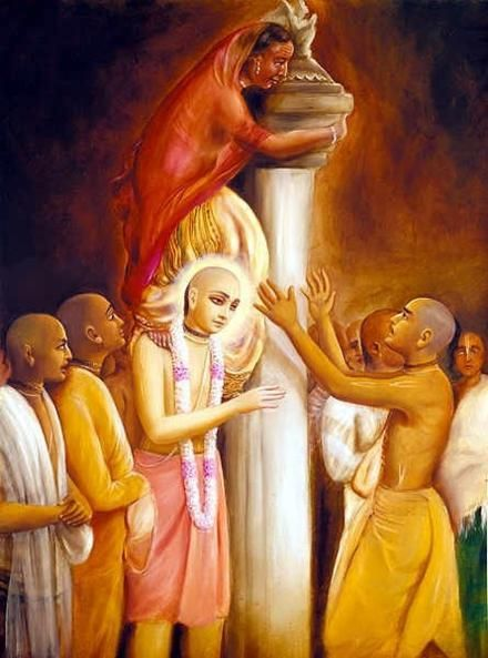 CC Antya 14.24: Suddenly, a woman from Orissa, unable to see Lord Jagannatha because of the crowd, climbed the column of Garuda, placing her foot on Shri Chaitanya Mahaprabhu's shoulder.