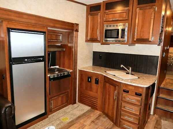2016 New Jayco EAGLE HT 27.5RLTS Fifth Wheel in Minnesota MN.Recreational Vehicle, rv, Welcome to the Jayco Eage HT 27.5RLTS. The half ton RV For people who love RVs.You're no stranger to the RV lifestyle. You know what you're looking for in your next RV. And what you're not. That's why you're looking at the Jayco Eagle. You'll find the Eagle offers more high-end features than the competition, at a much more affordable price. And that makes Eagle the smart choice for those looking to break…