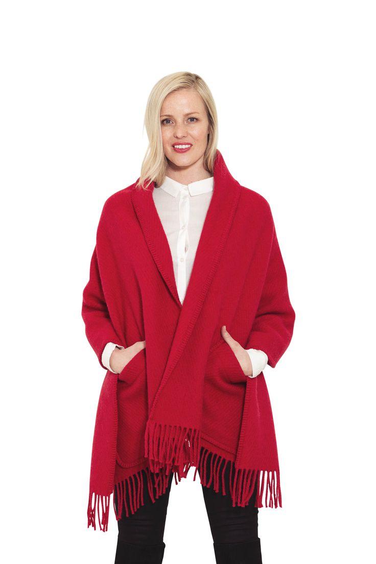 Ragnhild rødt sjal, ulldesign, Norsk fashion. Ragnhild red shawl, wooldesign, Norwegian fashion.