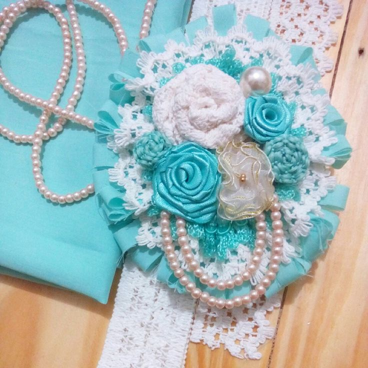 Handmade brooch. Material : Chiffon, lace, ribbon & pearls..