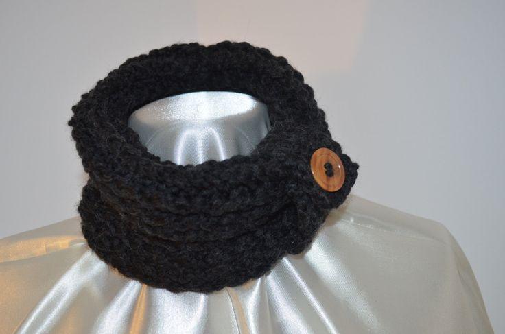 Sciarpascalda collo circolare realizzata in lana d'alpaca , nera di SaNaMarket…