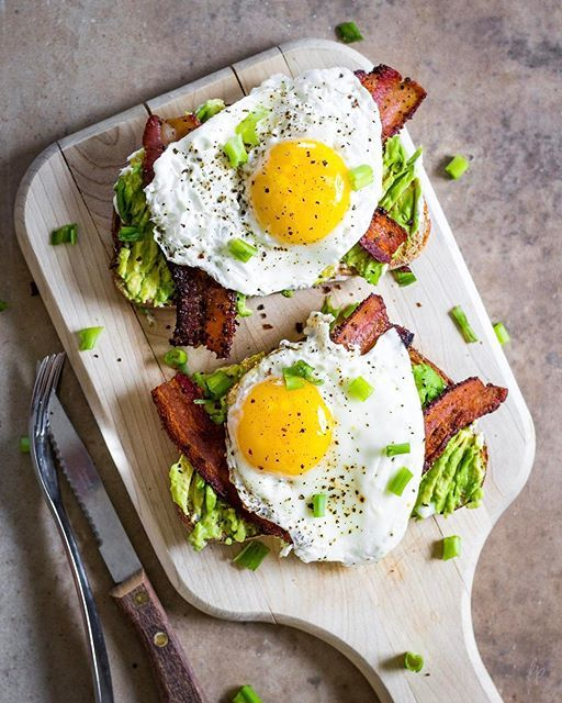Smashed Avocado Toast With Bacon And Eggs on @the_feedfeed https://thefeedfeed.com/forkinpancakes/smashed-avocado-toast-with-bacon-and-eggs