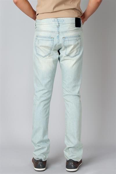 Светло голубые джинсы фото