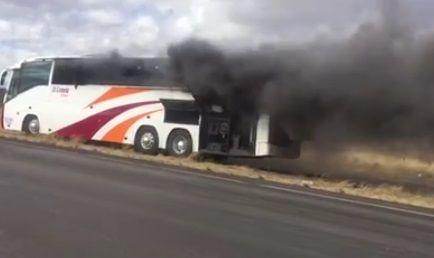 Se incendia autobús de pasajeros en carretera Flores Magón-Ojo Laguna   El Puntero