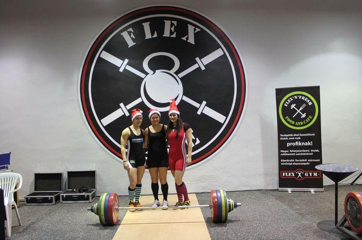 Weightlifting girls at Santa Cup :-) #olympicweightlifting #olympilifting #weighlifting #girls #liftingislife #liftheavy #budapest #flexgym #flexbase #santaclaus #santagirls