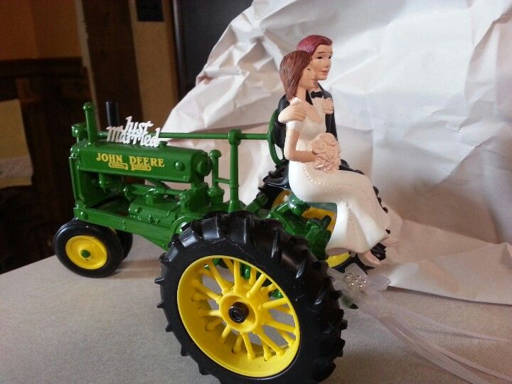 Cute John Deere wedding cake topper :)