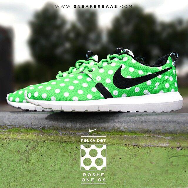 "#nikeroshe #nikeclassics #nikequickstrike #quickstrike #nikepremium #nikeroshe #nikekicks #sneakerbaas #baasbovenbaas  Shop now the Nike Roshe One NM QS ""Polka Dot"" pack!"