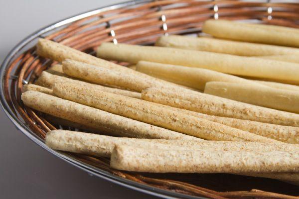 Elaborados con harina integral, de manera artesanal uno a uno, tostaditos y saludables.
