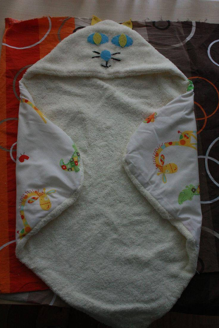 girl cat hooded towel, http://hillmade.blogspot.ro/2014/06/create-infant-hooded-towel-tutorial.html#.VaTKdF_tmkp