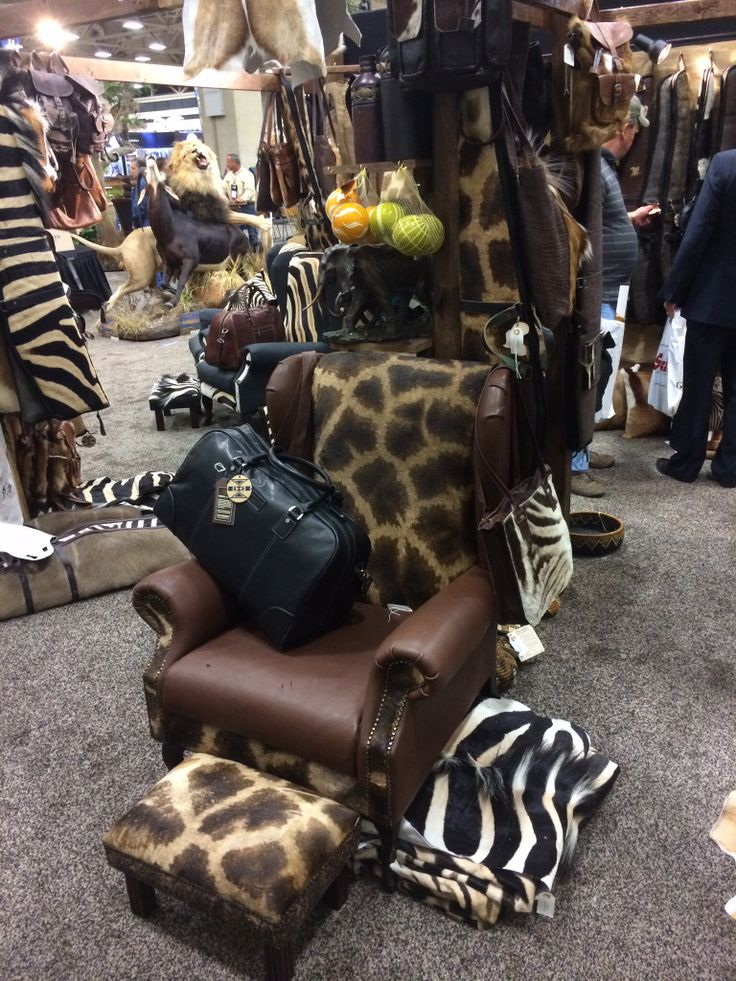Giraffe & Leather Chairs, for a happy Texan family SCI 2014