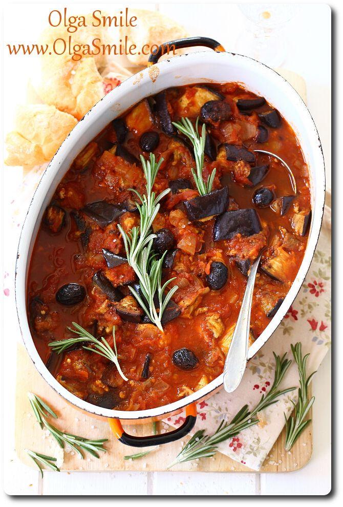 Bakłażan z pomidorami i oliwkami