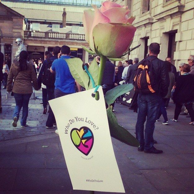 Smiles And Roses: Muslims Spread The Message Of Love And Mercy On Global Messenger Day
