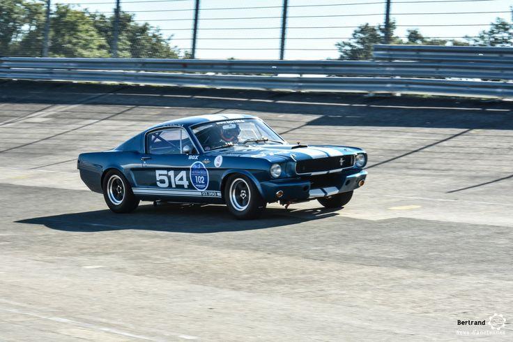 Shelby Mustang GT350 aux Grandes Heures Automobiles. #MoteuràSouvenirs http://newsdanciennes.com/2016/09/26/les-grandes-heures-automobile-2016-du-tres-beau-sur-lanneau/