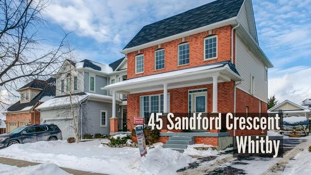 45 Sandford Cres., Whitby | Look no further, this one won't last! Beautiful 3 bedroom home with detached garage on a quiet crescent in family friendly Whitby. Sun filled open concept main floor with 9ft ceilings. Upgraded powder room (2017) with marble vanity & vessel sink. Kitchen with stainless steel appliances, family room with gas fireplace & adjoining breakfast area with walk-out to patio in private yard. Hardwood throughout main & in 2 of 3 well appointed bedrooms, including master…