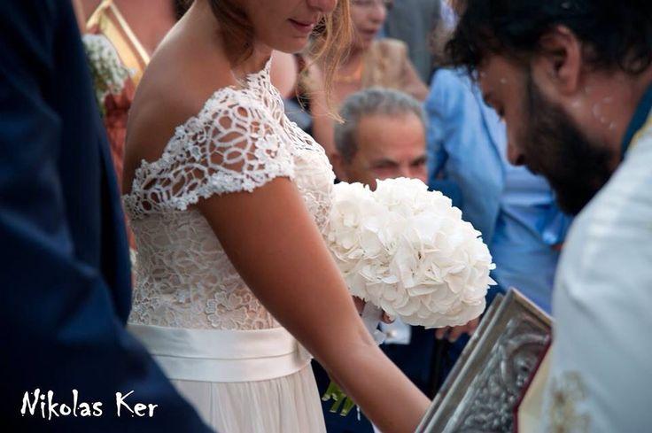 Η νυφική ανθοδέσμη της Μαρίας με ολόλευκες ορτανσίες! www.nikolas-ker.gr ( bride, bouquet, flowers, decoration) handmade by Nikolas Ker!