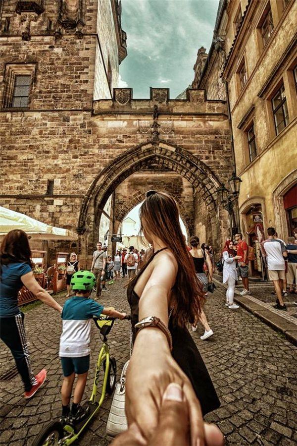 Prague - Tiệp Khắc với lối vào cổng cầu tình yêuCharles nổi tiếng. (Ảnh: MrLee)