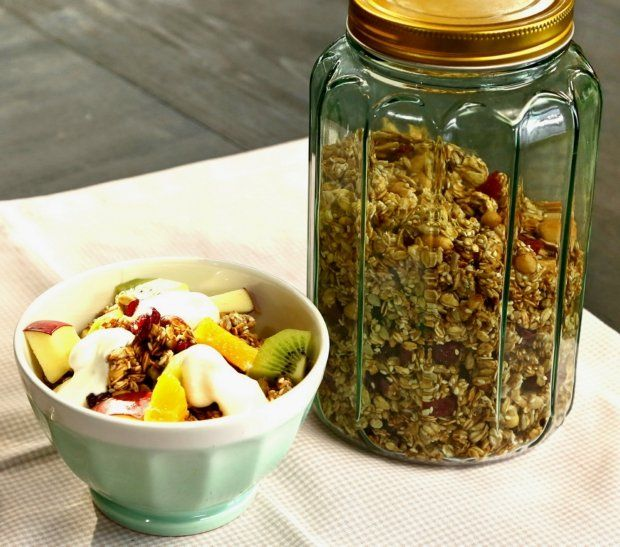 Domácí granola s jahodami