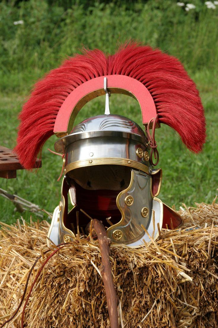 Centurion helmet - reconstruction showing the transverse plume and cheek plates
