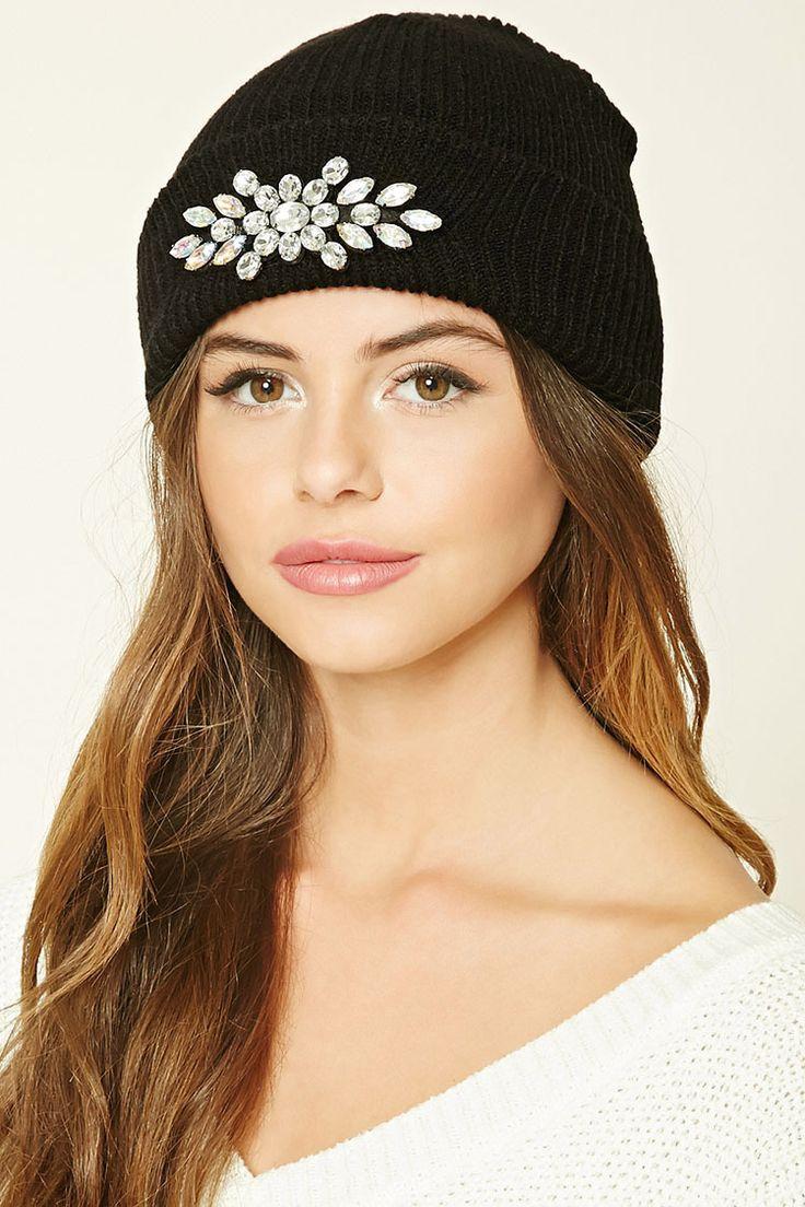 Чем украсить вязаную шапку своими руками фото