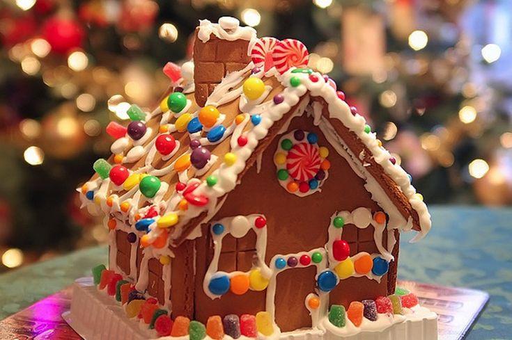 Υπάρχει κάτι πιο χριστουγεννιάτικο από τα τραγανά Μπισκότα – Σπιτάκι; Η απάντηση είναι πως όχι. Για αυτό και εμείς θα μειραστούμε μαζί σας την τέλεια συνταγή για να φτιάξουμε βήμα – βήμα χριστουγεννιάτικα Μπισκότα – Σπιτάκι gingerbread house! Eπίσης εδώ θα βρείτε όλα τα δωρεάν εκτυπώσημα για τα σπιτάκια σας δυο video εκπλήξη και πολλές πολλές εικόνες για να …