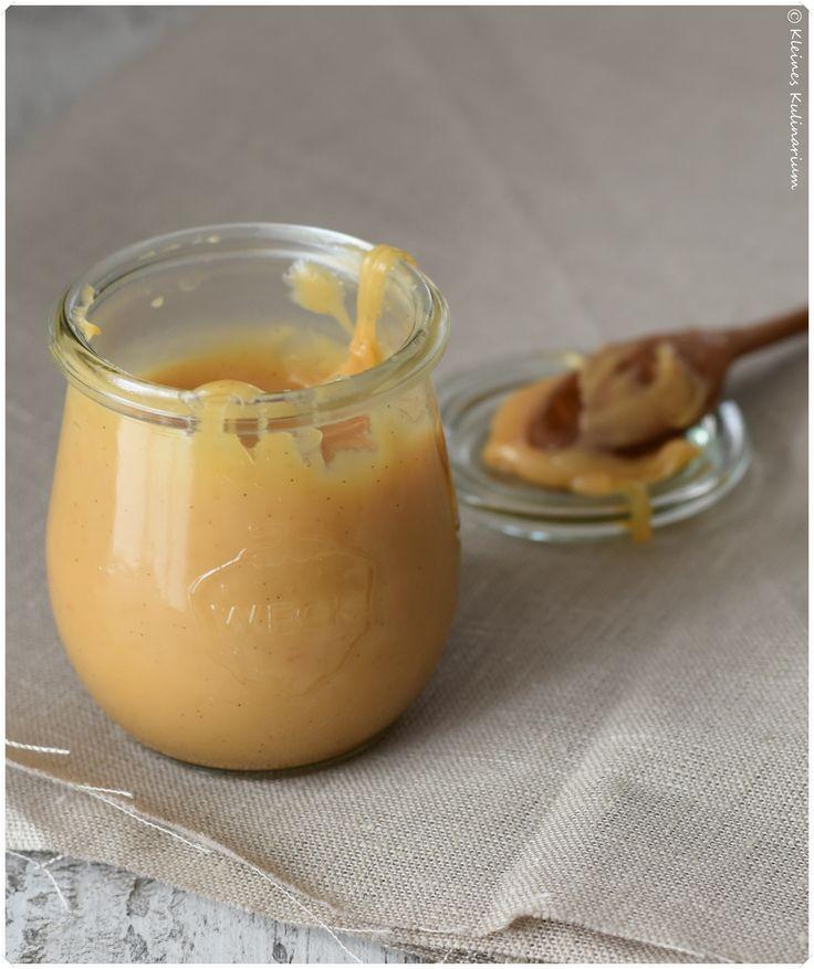 Leckere Dulce de Leche Creme - Und das braucht ihr für ein großes Glas 50 g Butter 250 g Zucker 200 ml Kondensmilch (7,5 % Fett) 250 ml Vollmilch 1 Vanilleschote, das Mark davon 1 Prise Salz