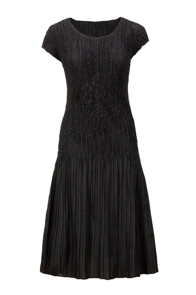 Mix pleat black dress #Marden #black dress #dress #style #fashion #pleat