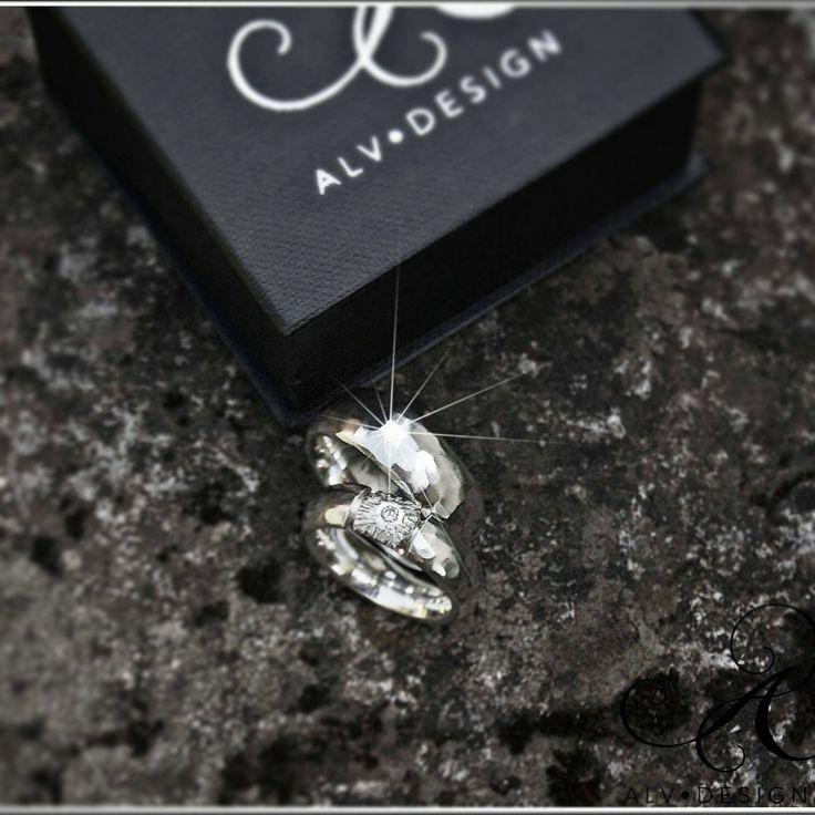 Alv Design handarbetar och designar rustika personliga silverringar och smycken för alla tillfällen. Välkommen att se mer i webbutiken www.alvdesign.se