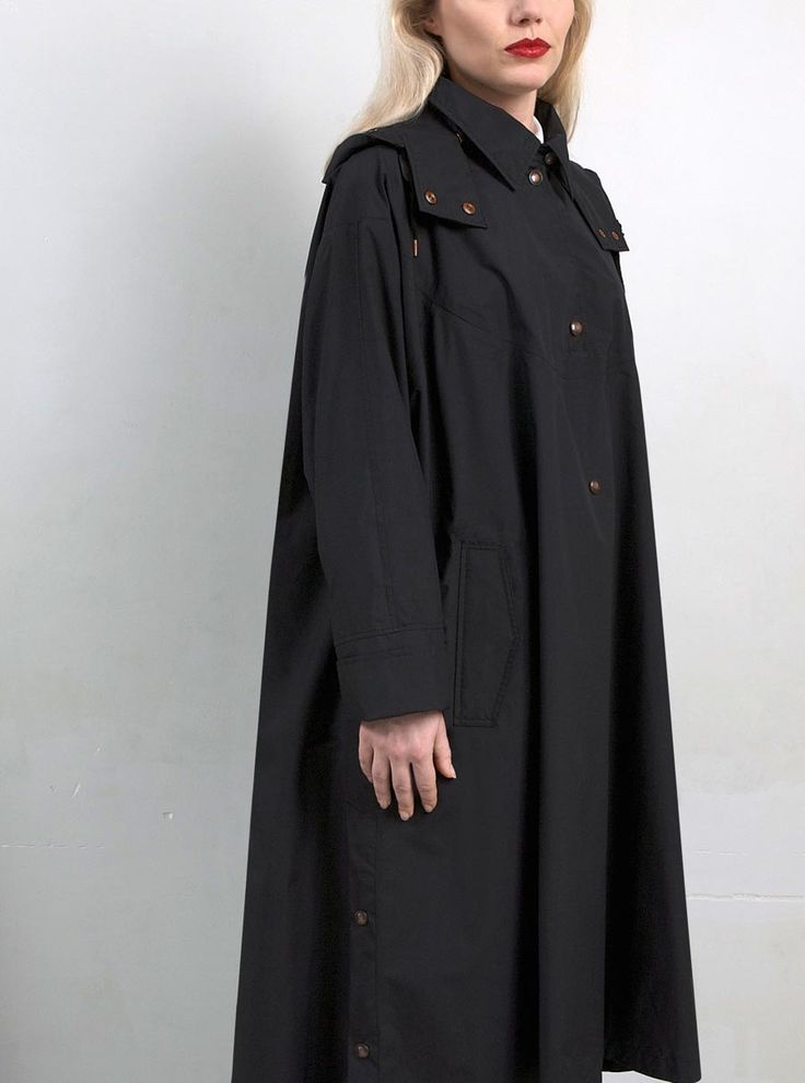 WATERDICHT Amsterdam  Straincoat Cape, stylish raincoat  Side slits and back slit with buttons