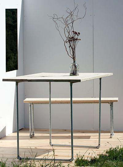 Bausatz für DIY-Tisch aus Holz und Stahlrohr  Molle ist die trendige Alternative zum üblichen Biertisch und bietet viel Platz für Freunde und Familie. In Kombination mit der Sitzbank Intus entsteht eine komplette Tischgarnitur.