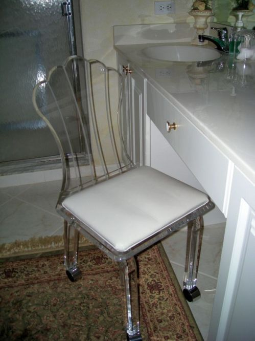 Best 25 vanity chairs ideas only on pinterest vanity - Bathroom vanity chair with casters ...