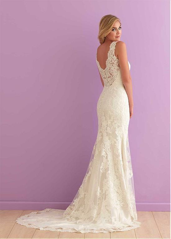Graceful Tulle V-neck Neckline Sheath Wedding Dresses with Lace Appliques