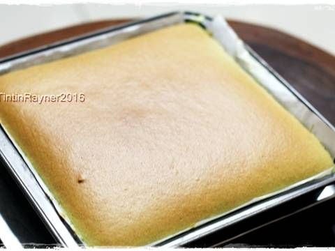 Resep Ogura Cake Pandan Super soft moist recomended favorit. Sukses!enakkk sesuai selerakuu hihihihi.. Lembutt,kempus2...daaann low calorie! Aaa falling in love sama Oguraaa..*noooo Dalam 1 minggu uda berkali2 bikin,kmren rasa orange,trus taro..saking cintahnya:) Dari penampakan ogura yang lembut+pori2nya halus rapet kayak maem spon.makan ber slice2 pun ga kenyang2 rasanya#laper/doyan nihh?ckikikk.. Resep pandan ogura ini aku contek dari miss Sonia nasi lemak.. recomended:) Ga heran cake...