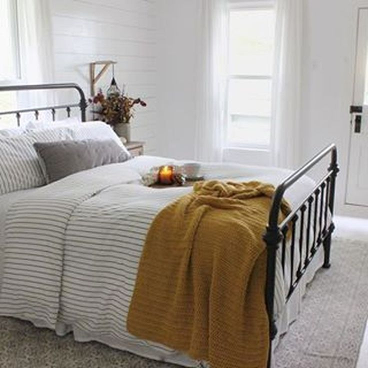 34 Beautiful Small Master Bedroom Design Ideas On A Budget